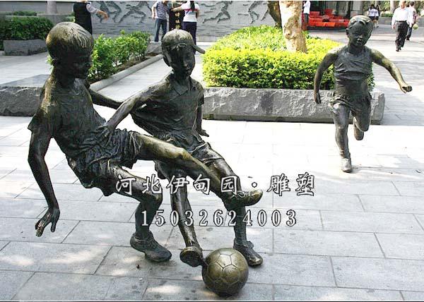 踢足球雕塑 踢足球雕像 铸铜雕塑踢足球 踢足球铜雕像 体育运动雕塑