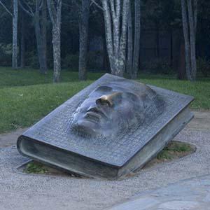 校园雕塑,这种在特定的文化教育背景中的雕塑,又有哪些价值呢?
